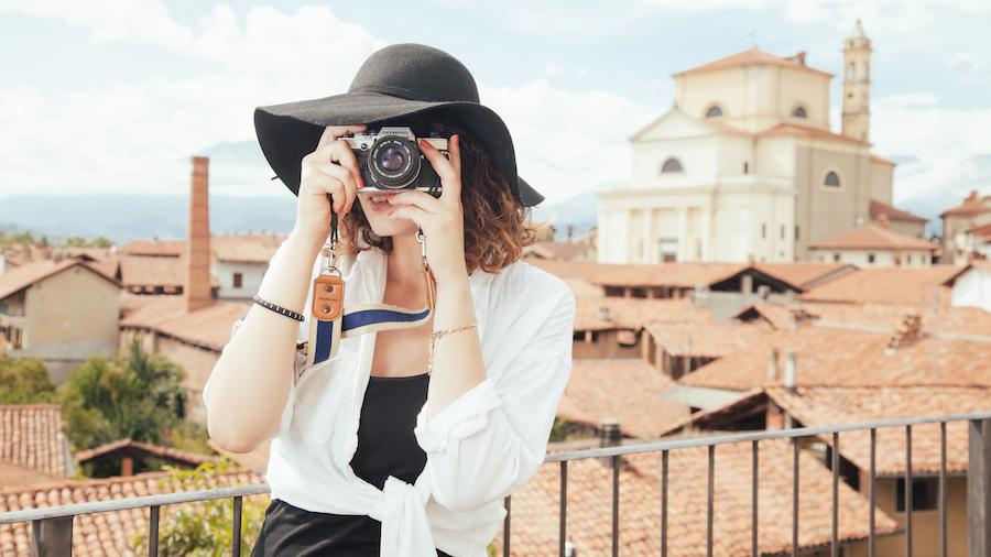 photographer-tourist-snapshot-taking-photos-53383