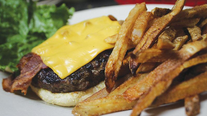 Chowline_-Shawn_s-Irish-Tavern---Burger-close-up