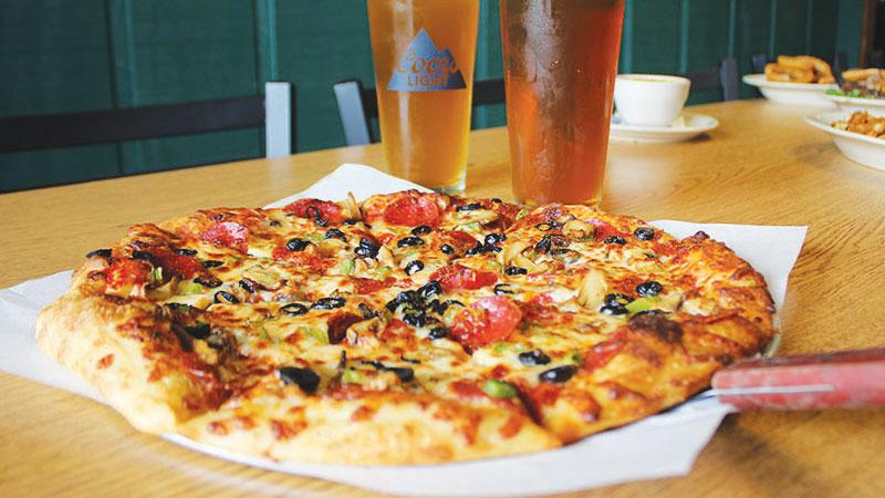 Chowline_-Shawn_s-Irish-Tavern---Pizza