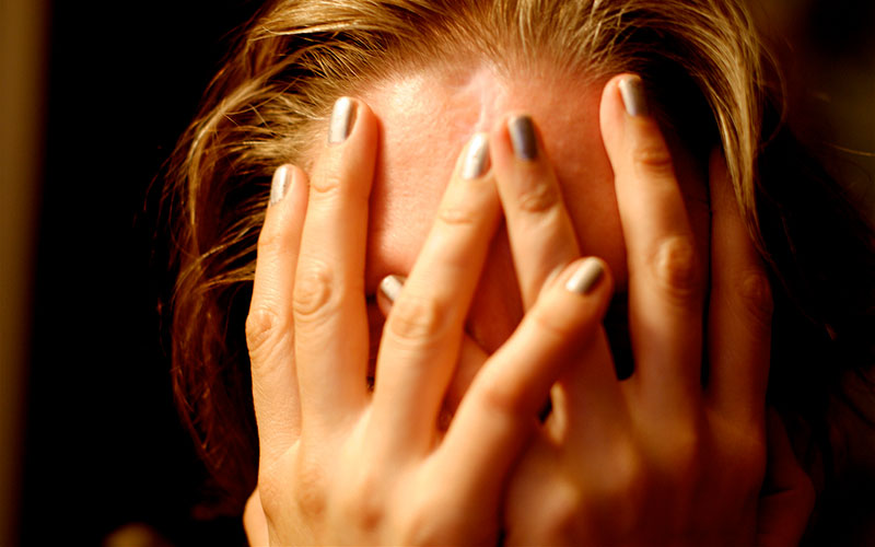 Learn about risks, triggers and symptoms to help prevent severe migraine pain.