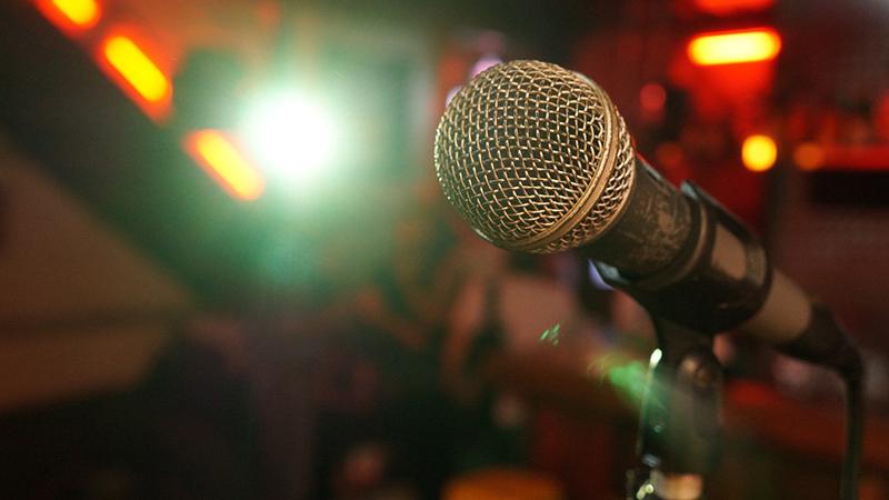 microphone-3989881_1280