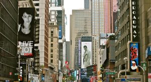 Broadway_Crowds_(5896264776)_crop