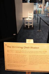 shrinking-chair-illusion